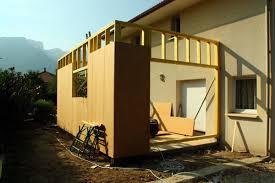 Extension de maison à ossature en bois : créer une nouvelle pièce facilement et pas cher
